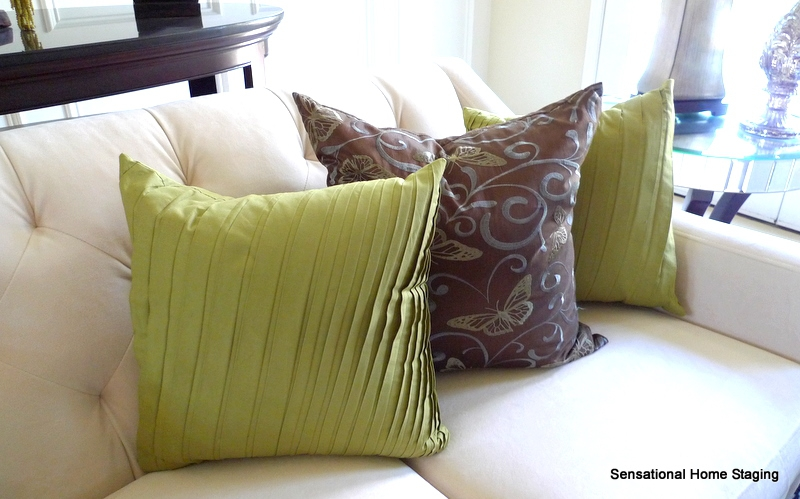 Staging Living Rooms with Pillows
