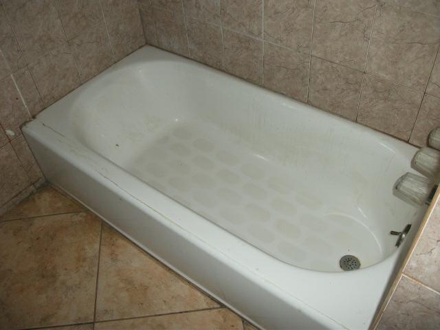 ToolGirl Mag Ruffman: Tips for caulking or recaulking a bathtub