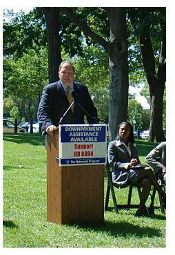 jeff belonger speaking at rally in D.C. in late 2008