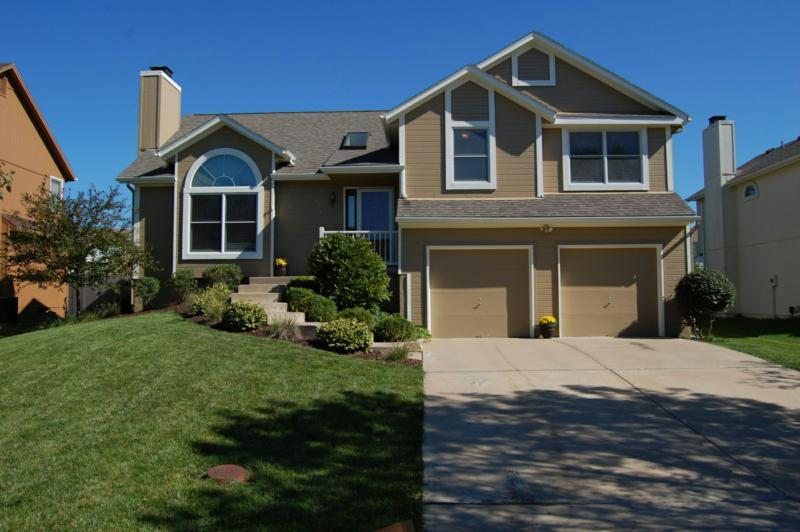 Open House on April 19th from 1:00 to 4:00pm in Willow Bend - 6718 W ...
