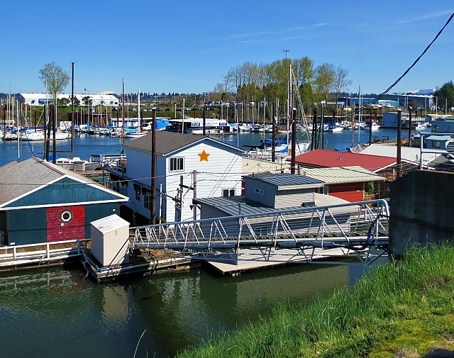 Portland floating home for sale 173 ne bridgeton rd Floating homes portland