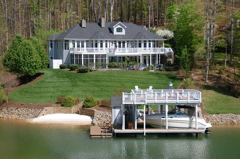 300 Island Pointe Lane Smith Mountain Lake