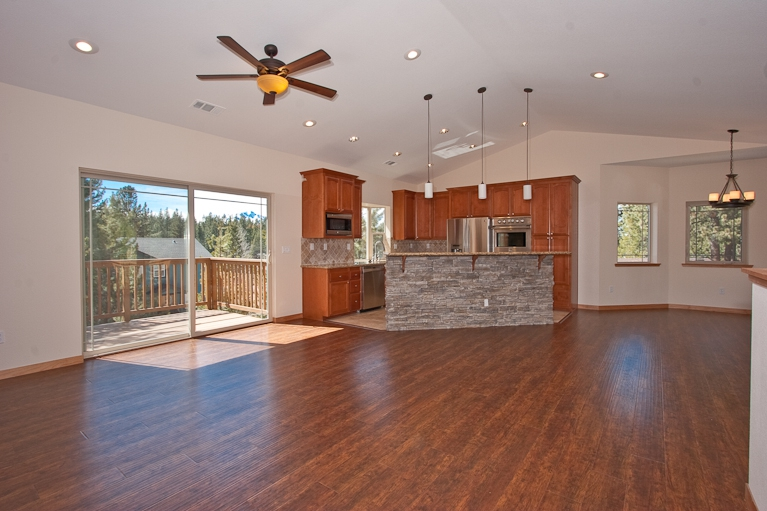 kitchen, vaulted ceiling, deck, dining, nook, dining bar, stainless steel appliances