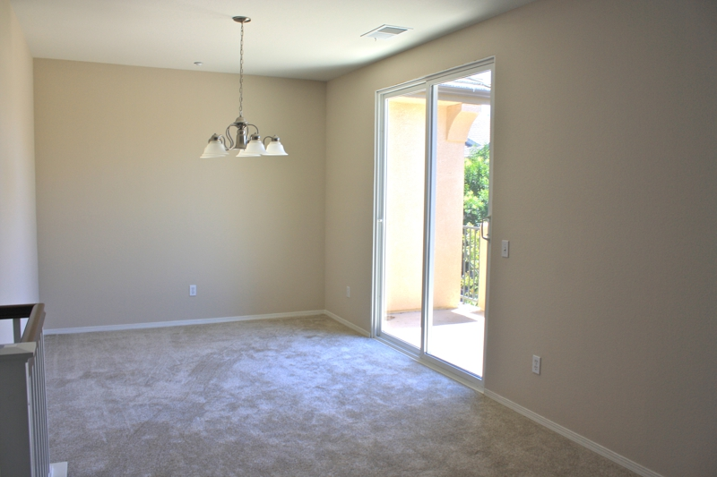 Vacant Temecula Condo Dining Room