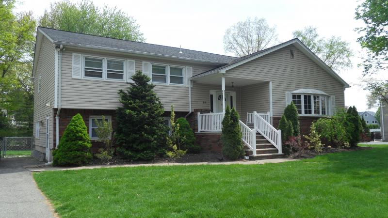 Mother daughter houses for sale in middletown nj for Houses with mother in law suites for sale near me