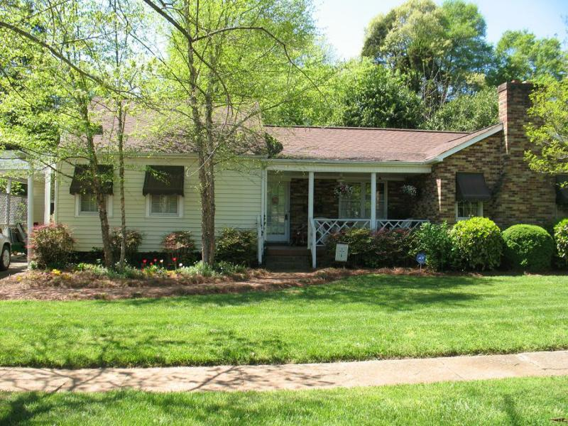 Open House! Charming 3 bedroom home near Charlotte