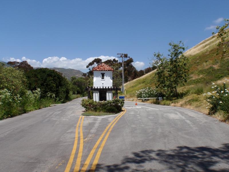 serra retreat entrance
