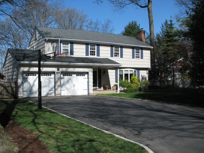4 bedroom Colonial in Ramsey