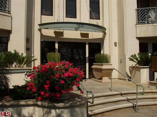 Playa Vista Building 5625 Crescent Park by Endre Barath,Jr