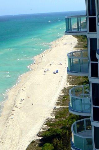 Akoya Miami Beach Front Desk