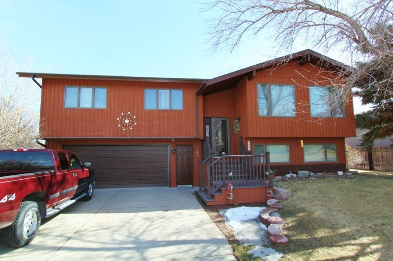 4 bedroom fox farm area home for sale in great falls mt - The living room great falls mt ...