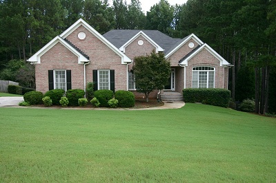 Renovated 3 sided brick home full finished basement in for Home builders in loganville ga