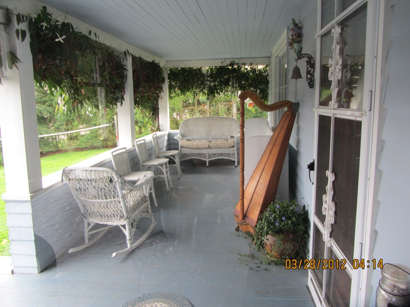 4 bedroom 2 bath Whidbey Island house porch