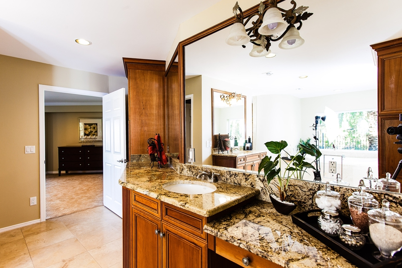 Phoenix home stager shares 5 bathroom tips for selling - Staging a bathroom to sell ...