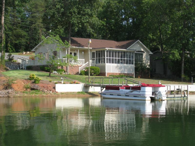 Lake hickory nc real estate for Home builders in hickory nc