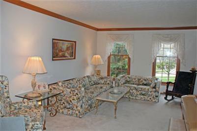 32996 Lisa Lane Solon Ohio Living Room