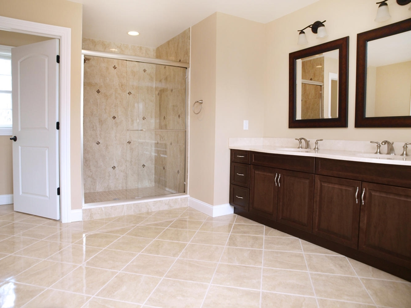Gorgeous Master Bathroom W/Jacuzzi Jetted Tub U0026 Separate Shower Stall,  Double Sink Vanity And Much More