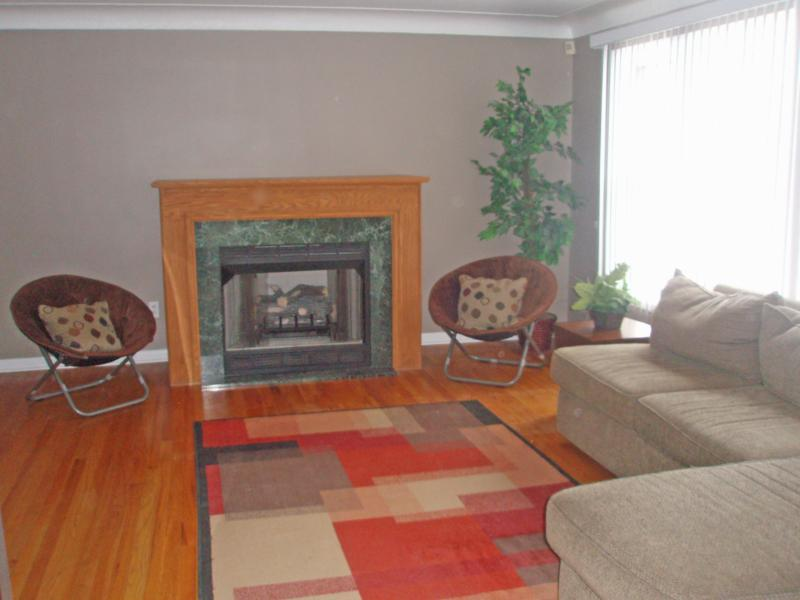 2378 Charney family room