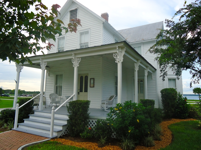 Clermont florida downtown downtown clermont florida for Victorian homes for sale florida