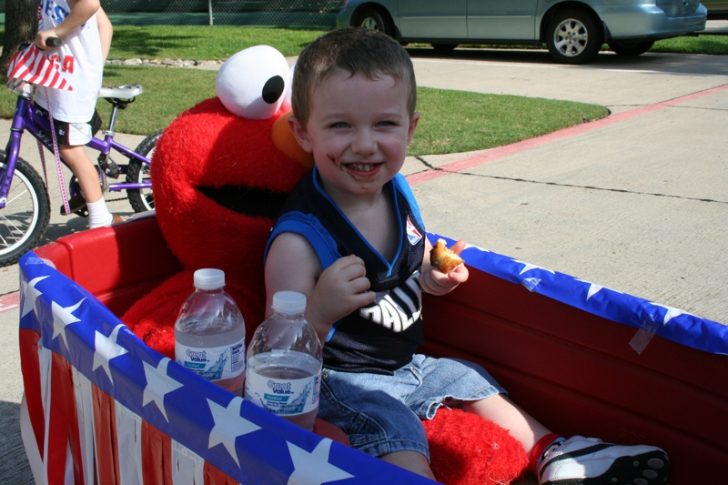 Elmo in the wagon