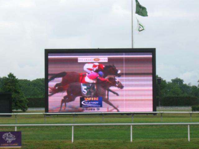 Blind Luck wins the Delaware Oaks in a photo finish