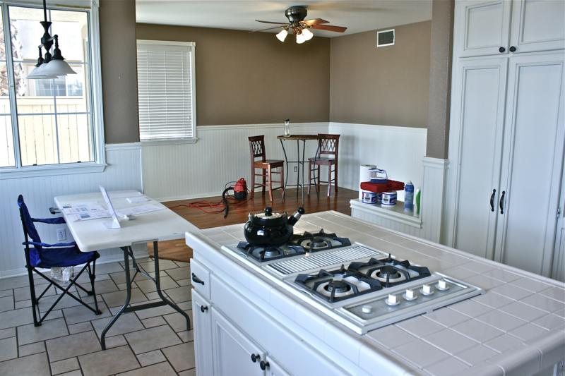 Temecula Kitchen Before Faux Painting & Home Staging