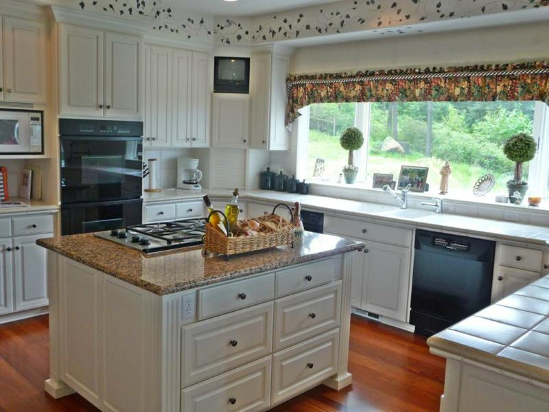 Spacious View home with Horse Barn in South Salem Oregon