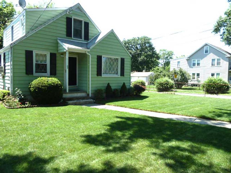 66 Walter Avenue, Norwalk CT 06851