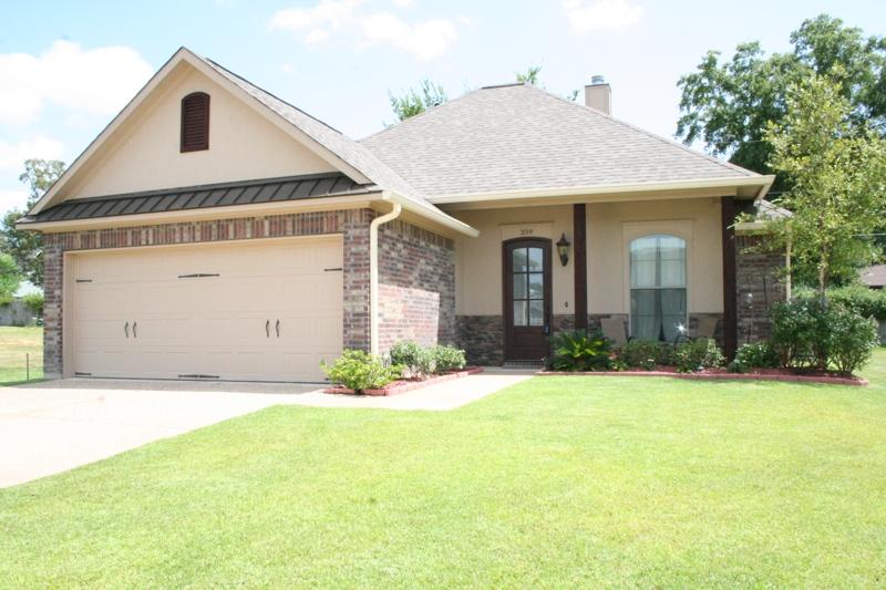 2010 built home for sale in shreveport charming details for Home builders in shreveport la