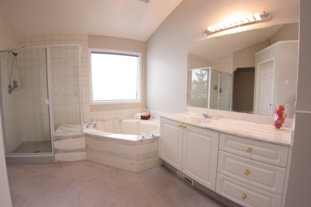 45 Tuscany HIlls Crescent NW Master Ensuite