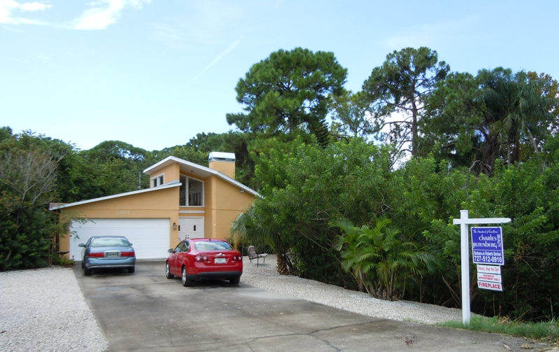 2389 Weymouth Dr, Clearwater FL