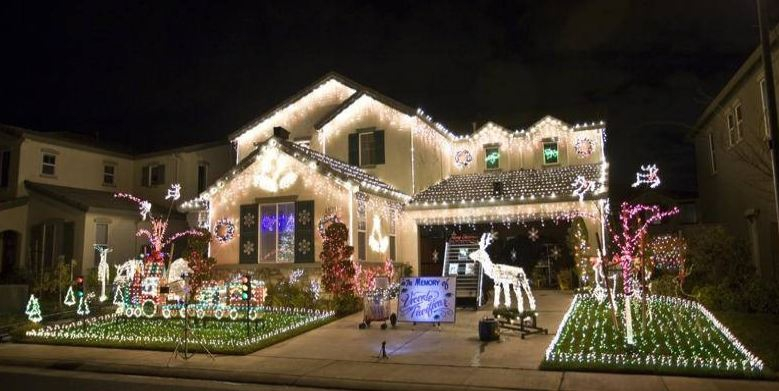 decorated home in Elk Grove, CA - Best Christmas Lights In Your City? I Know A Good Way To Find Out.