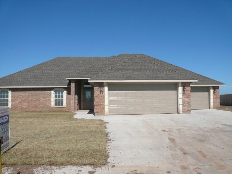 Lawton ok real estate 2227 sw 54th 210 000 new for Home builders in lawton ok
