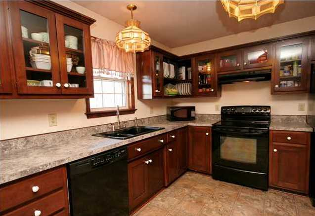 Bullitt County kitchen - 208 Duane Way