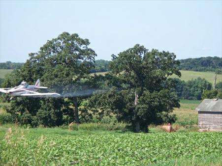 Fond du Lac  home inspector spies a crop duster