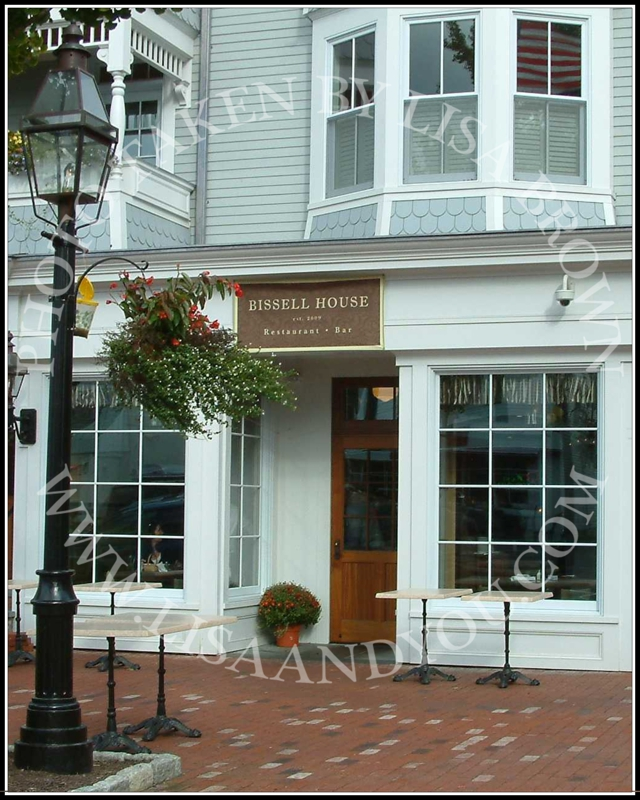 Ridgefield's trendy shops, boutiques, restaurants and bars