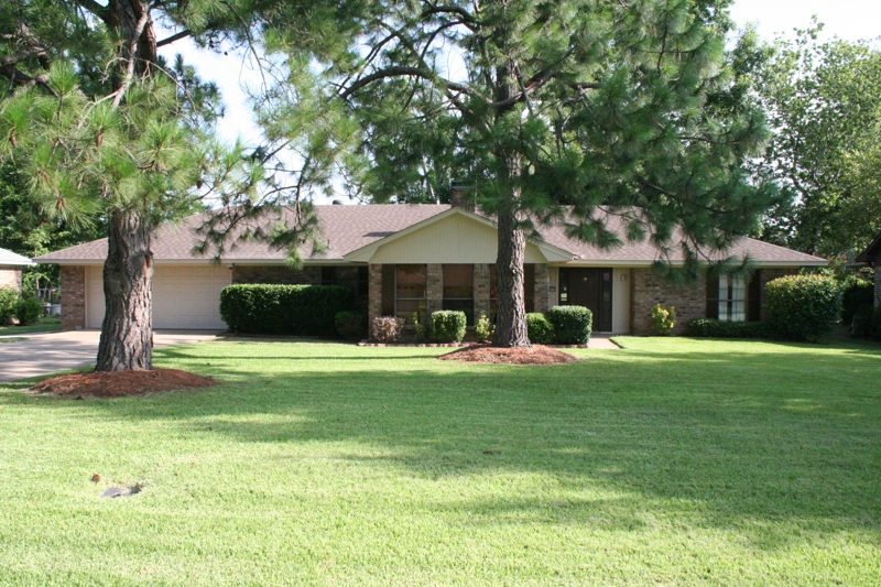 Home For Sale In Benton La Overlooking The 16th Hole