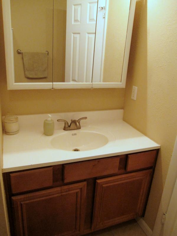 Welcome home to 1614 s cedar avenue in broken arrow oklahoma for Bathroom cabinets okc