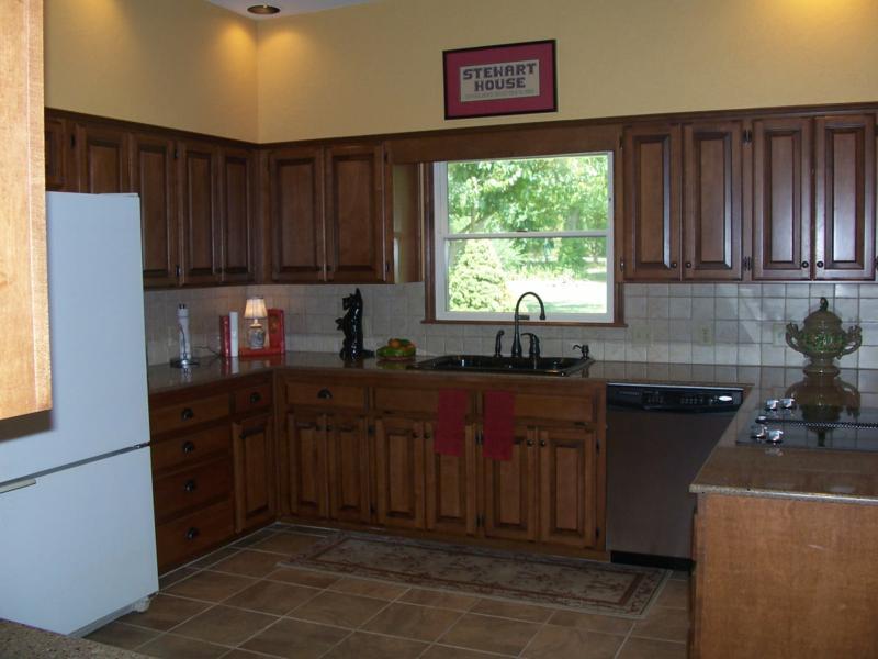 Kitchen w/quartz counter tops, new Jenn-Aire appliances, breakfast nook