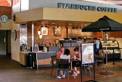 Kahului Maui airport - Starbucks comes to town