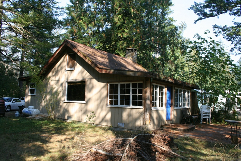 North Bend cabin on South Fork of Snoqualmie River