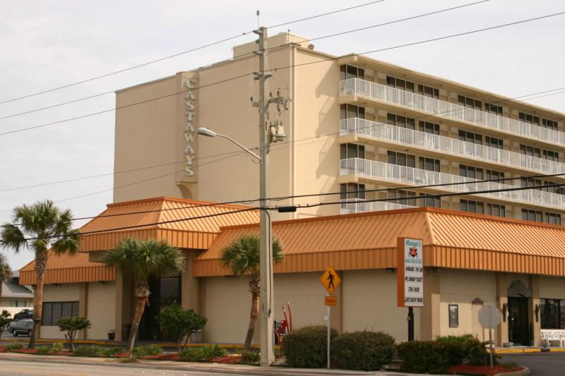 A Condo Hotel In Daytona Beach Ss Castaways View From The Street Can You Really Be Foolproof