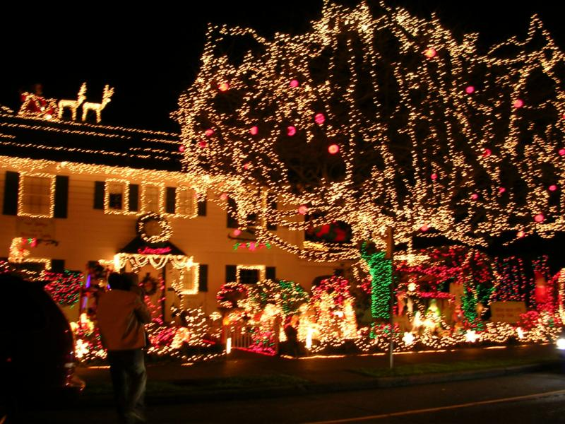 christmas in west seattle on beach dr