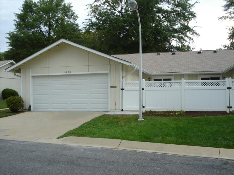 Home for sale in leisure world of maryland 2 bedroom 2 for Garage md auto