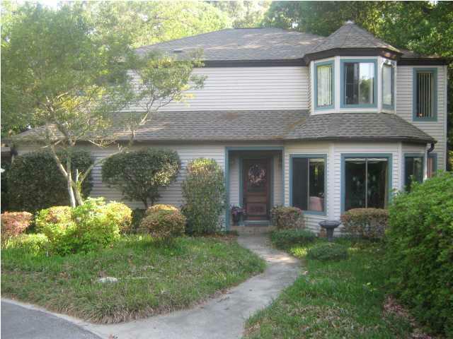 Fantastif affordable victorian style lake front home for Affordable lakefront homes