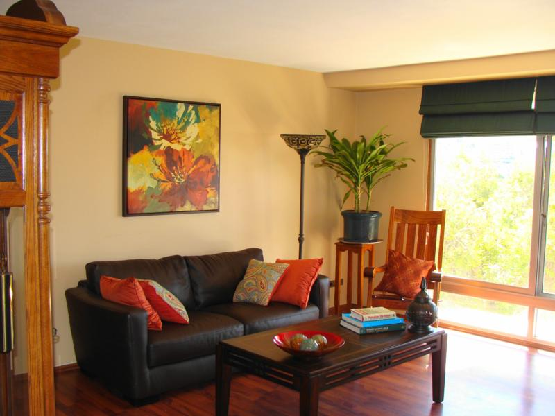 Living Room 5pm open today, 6/6, 2-5pm - queen emma gardens, great downtown condo!!