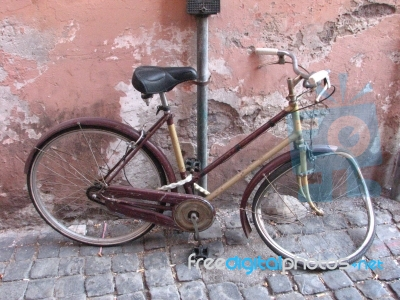broken bycicle