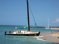 aikiki beach sailbaot