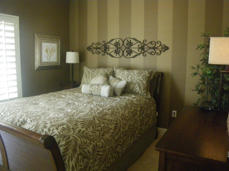 Tastefully decorated guest room