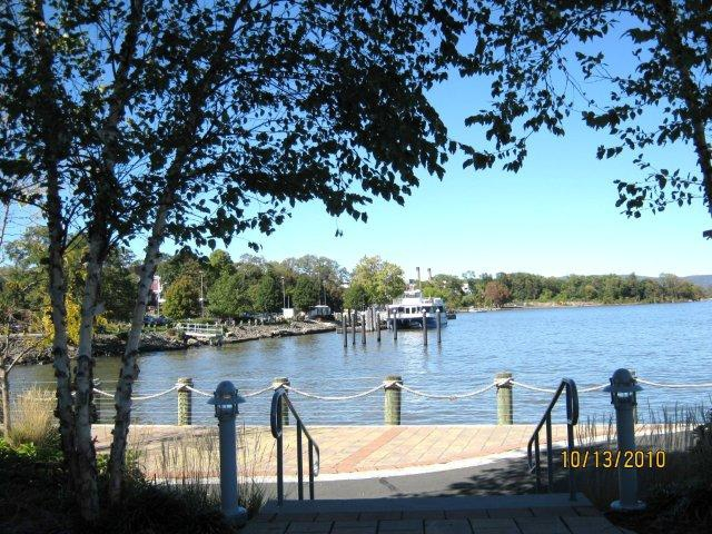Haverstraw luxury riverfront condominiums and townhouses and river views